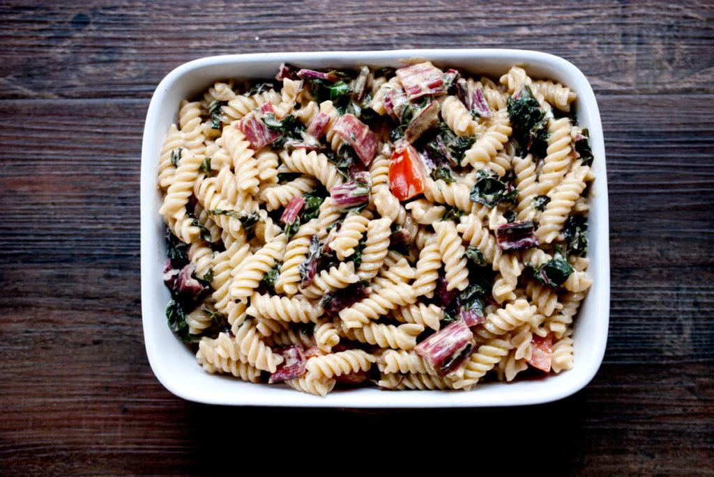 pasta mit mangold in senf-sahne-sauce