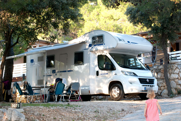 camping auf der insel pag mit wohnmobil